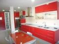cocina-lacada-roja-encimera-silestone